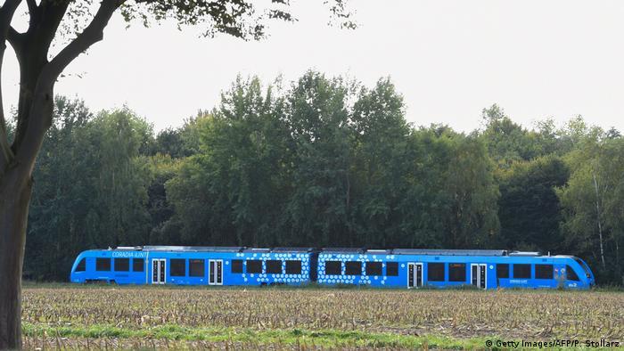 O trem movido a hidrogênio em seu primeiro dia de operação na Baixa Saxônia