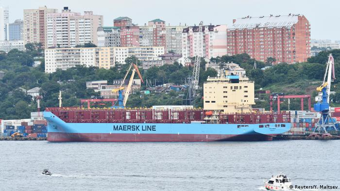 A ship prepares to set off from the Vladivostok harbor (Reuters/Y. Maltsev)
