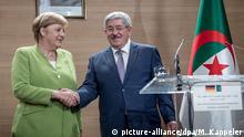 17.09.2018 Bundeskanzlerin Angela Merkel (CDU) schüttelt die Hand des algerischen Premierminister Ahmed Ouyahia nach einer Pressekonferenz im Internationalen Konferenzzentrum Abdelalif Rahal. Foto: Michael Kappeler/dpa | Verwendung weltweit