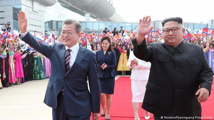 Президент Південної Кореї Мун Чже Ін та лідер КНДР Кім Чен Ин на саміті у Пхеньяні