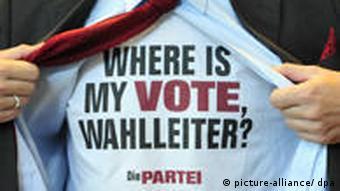 Martin Sonneborn von der Partei Die Partei mit Wahl T Shirt
