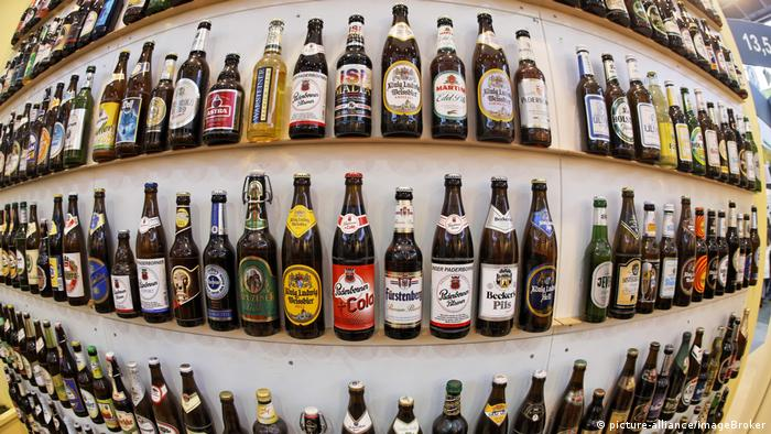 Bottles of beer (picture-alliance/imageBroker)
