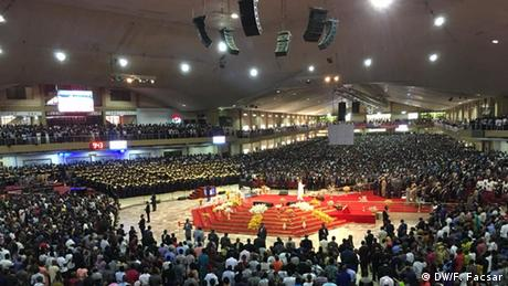 Nigeria huge church (DW/F. Facsar)