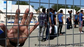 Οι άλλες προσφυγικές οδοί έχουν κλείσει και η Συρία απέχει μόλις 200 χλμ.
