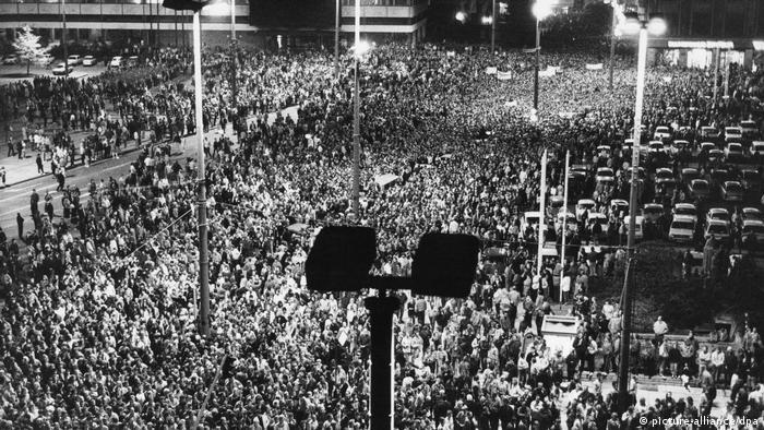 Manifestación contra el régimen de la RDA en Leipzig (16.10.1989).