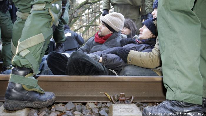 Protesters sitting on tracks in Gorleben 200