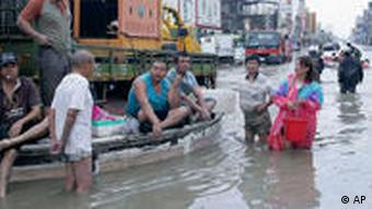 Morakot sorgte in der Stadt Chiatung auf Taiwan für überflutete Straßen (Foto: AP)