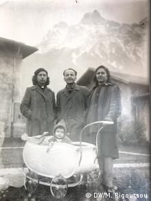 Ο Αλέξανδρος Γιοσμάς με τους γονείς του και τη θεία του στη Βαυαρία (πιθανώς το 1945)