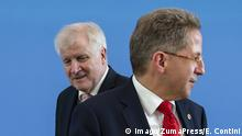 Hans-Georg Maassen and Horst Seehofer standing in front of a blue wall