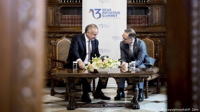 Andrej Kiska, președintele Slovaciei, împreună cu Heiko Mass, ministrul german de Externe, la București