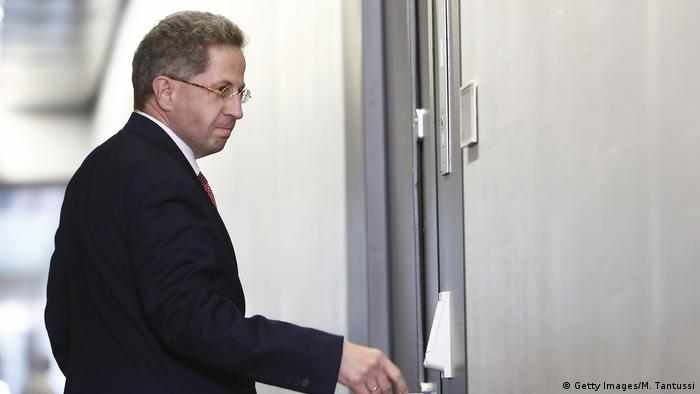 Hans-Georg Maassen standing at a door (Getty Images/M. Tantussi)