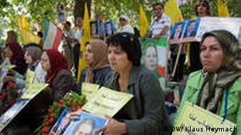 اعضای مجاهدین خلق در اروپا از نهادهای بینالمللی کمک خواستند