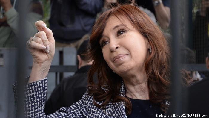 Cristina Fernández de Kirchner enfrenta 12 acusaciones por presunta corrupción.