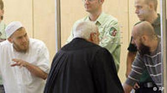 Adem Yilmaz (r) speaks with suspect Daniel Schneider (l)