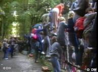 Momentaufnahmen, Snapshots, 20 Jahre Mauerfall, Die Botschaft, Der Ansturm auf die westdeutsche Botschaft dauert an. Insgesamt kommen 17000 Ostdeutsche nach Prag.  Prag, 03.10.1989  Eingestellt August 2009