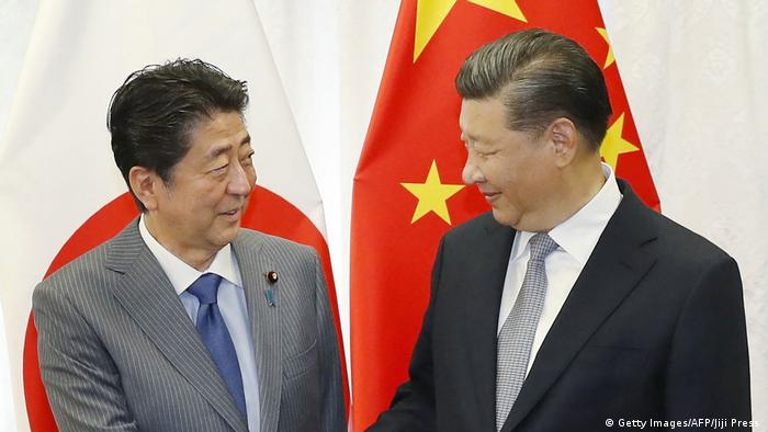 Shinzo Abe and Xi Jinping (Getty Images/AFP/Jiji Press )