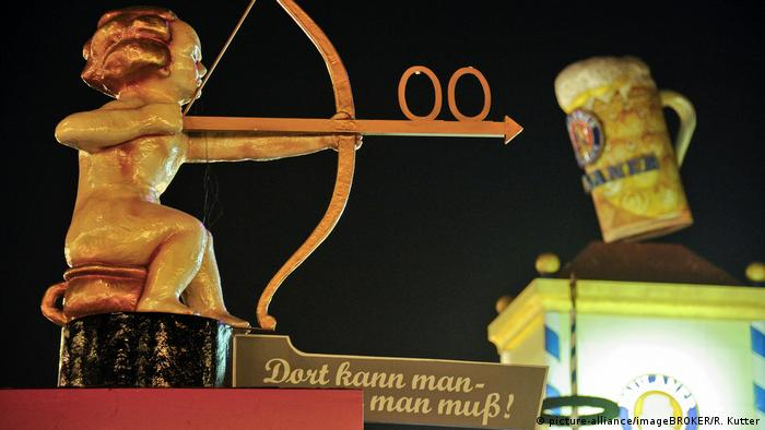 BG Do's & Dont's auf dem Oktoberfest (picture-alliance/imageBROKER/R. Kutter)