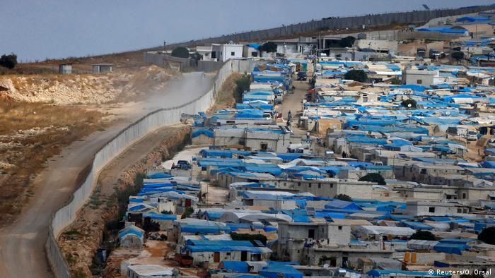 Mauer entlang der Grenze zwischen Türkei und Syrien in der syrischen Stadt Atimah