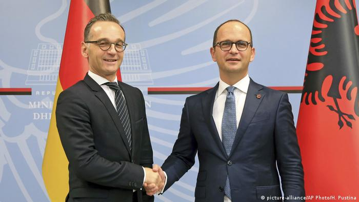 Albania Germany Ditmir Bushati und Heiko Maas (picture-alliance/AP Photo/H. Pustina)