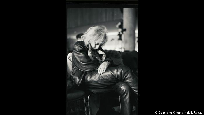A woman sleeping on a chair (Deutsche Kinemathek/E. Rabau)