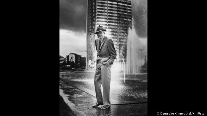 James Stewart in Berlin in front of the Telefunken-Haus (Deutsche Kinemathek/H. Köster)