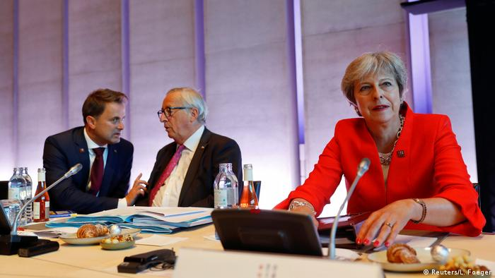 Theresa May, Jean-Claude Juncker, Xavier Bettel (Reuters/L. Foeger)