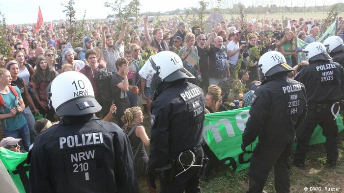 ¿Quién busca la escalada del conflicto y quién paga el costoso despliegue policial?