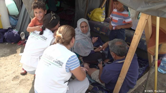 Emmaus aid workers offer help to refugee families in Velika Kladusa