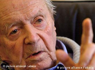 EXCLUSIVE. Naziverbrecher Sandor Kepiro EXCLUSIVE. NO TABLOIDS. Nazi war criminal Sandor Kepiro pictured in his home in Budapest, Hungary, on May 21, 2009. Sandor Kepiro, a former Hungarian gendarmerie officer accused of being involved in wartime killings of more than 1,200 civilians on January 1942, in Novi Sad, Serbia, where hundreds of families were rounded up and killed by machine gun beside the Danube river, was convicted twice - in 1944 and 1946 - in Hungary but never punished. He moved back to Hungary in 1996 after decades in Argentina and has denied the accusations. Aged 95, Sandor Kepiro lives in Hungary. According to The Simon Wiesenthal Centre in Jerusalem, which has brought more than 1,000 Nazi criminals to justice, there are currently 608 ongoing investigations around the world into the whereabouts of alleged Nazi criminals, including 305 in Poland, 216 in the USA, 30 in Germany and four in Austria. Photo by Eric Dessons/JDD/ABACAPRESS.COM
