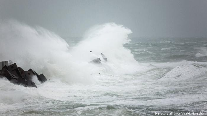 Sturm Xaver Nordsee (picture-alliance/dpa/H. Marschall)