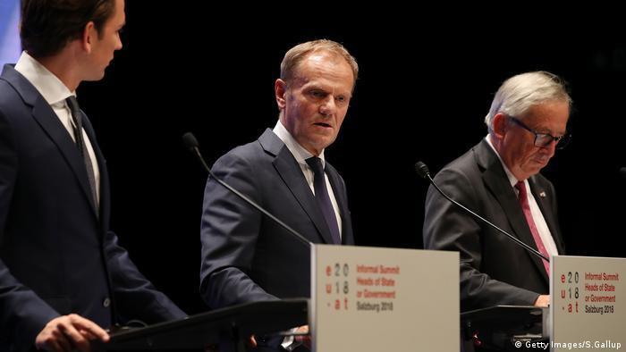 Sebastian Kurz, Donald Tusk und Jean-Claude Juncker bei der Abschluss-PK beim EU-Gipfel in Salzburg