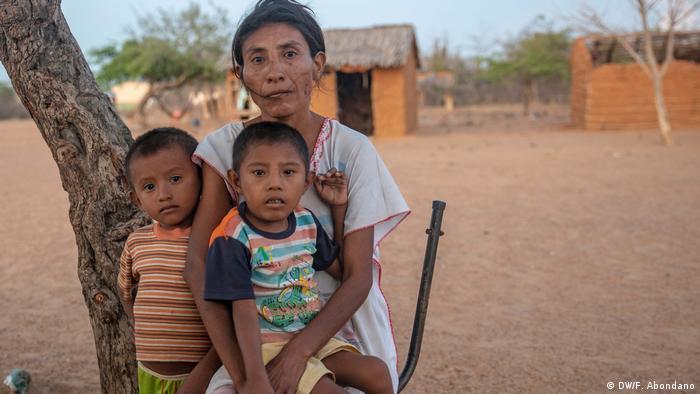 Hambre y sed azotan a los indígenas wayuu en La Guajira, Colombia.
