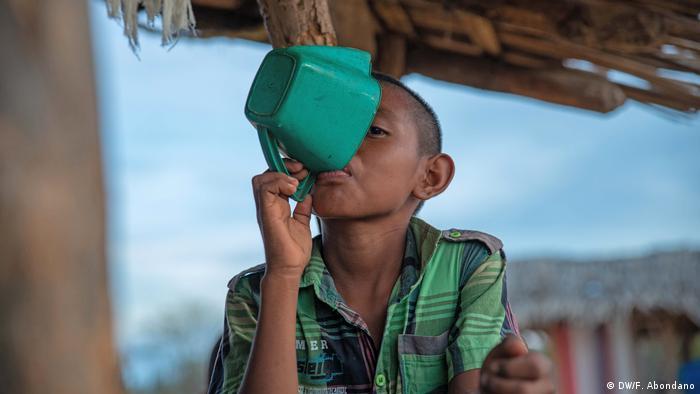 La falta de agua es una de las principales razones detrás de las 45 muertes de niños wayuu en 2017.