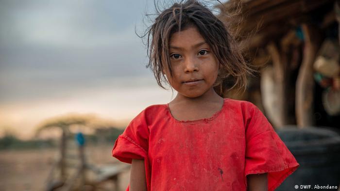 Yesuris es la nieta mayor de Nellys. Es responsable de cuidar a sus hermanas menores y de ayudar con las labores de la casa.