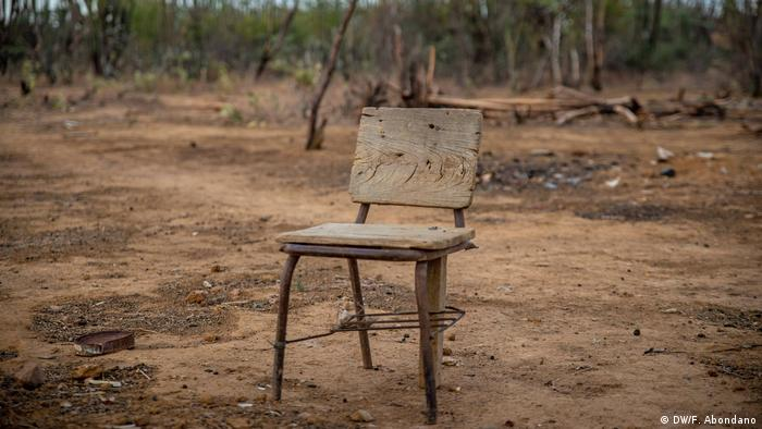 La Guajira es víctima de múltiples casos de corrupción. A pesar de que el gobierno central destina 213.000 millones de pesos para la atención sanitaria y alimentaria de los niños, el dinero parece no llegar a las comunidades más afectadas.