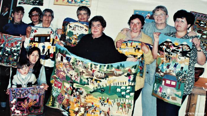 """En 2010, la Unesco entregó a las bordadoras de Copiulemu el sello de excelencia de artesanía. Se destaca, especialmente, la originalidad de la obra. """"Ningún bordado es igual a otro. La regla es que no se pueden repetir"""", dice a DW la artista Rosmarie Prim."""