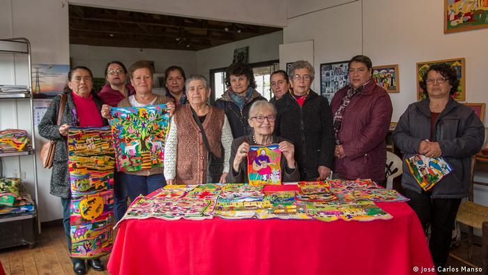 En 1974, la escultora alemana Rosmarie Prim reunió a un grupo de mujeres en Copiulemu. El motivo era que pudiesen generar dinero extra con la venta de bordados a lana. Como resultado, brotaron creativas y originales piezas que rápidamente ganaron reconocimiento internacional.