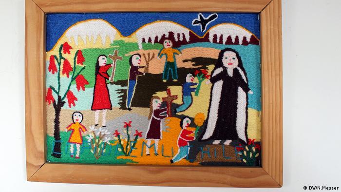 """En Copiulemu, centro sur de Chile, los bordados de lana son una reconocida y elogiada tradición campesina con cuatro décadas de historia. Copiulemu, que en la lengua de los indígenas mayoritarios de Chile, los mapuche, significa """"bosque de copihues"""", un grupo de 30 bordadoras destaca con coloridas e ingeniosas creaciones."""