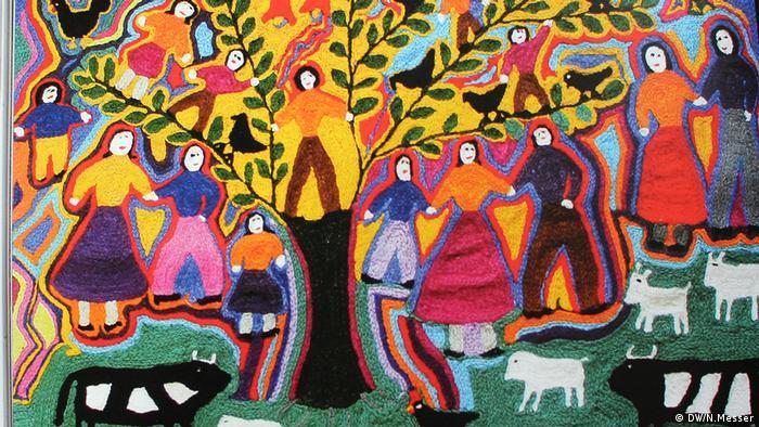 """María Riquelme se encargó de bordar el """"Árbol de la Vida"""", una creación muy alabada por su destreza con la aguja, pero también por representar tan fielmente una parte de la vida rural."""