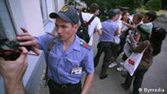 Милиция разгоняет журналистов