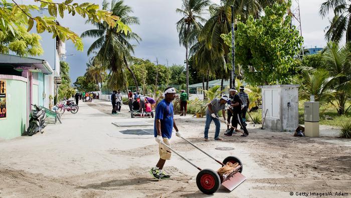 Malediven Bauarbeiten (Getty Images/A. Adam)