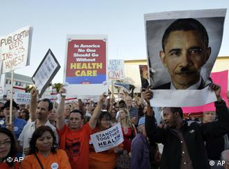 Demonstranten protestieren in Kalifornien gegen die Gesundheitsreform (Foto: AP)
