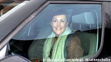 Deutschland Bettina Wulff vor des Hauses der Familie Wulff