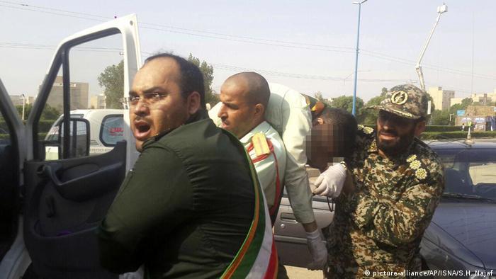 Iran Ahvaz Anschlag auf Militär-Parade (picture-alliance/AP/ISNA/S.H. Najaf)