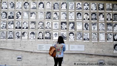 Homenaje a las víctimas de la dictadura de Augusto Pinochet en Santiago de Chile.
