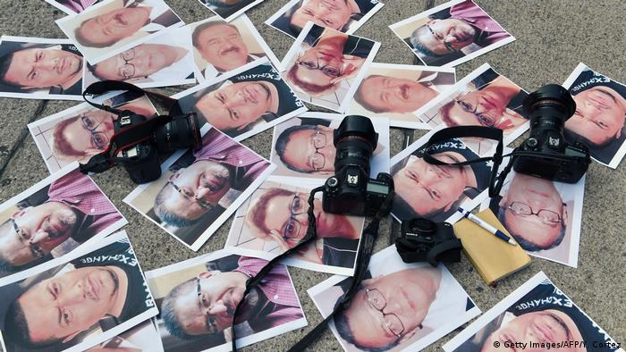 Photos of murdered journalists lie on the pavement with cameras on top of them (Getty Images/AFP/Y. Cortez)