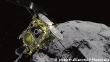 Japan Raumsonde Hayabusa 2 besucht Asteroiden (picture-alliance/AP Photo/Jaxa)