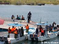 Рятувальники працюють на місці затоплення порому на озері Вікторія