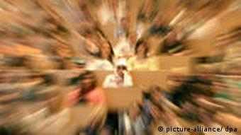 размытое изображение студентов в аудитории