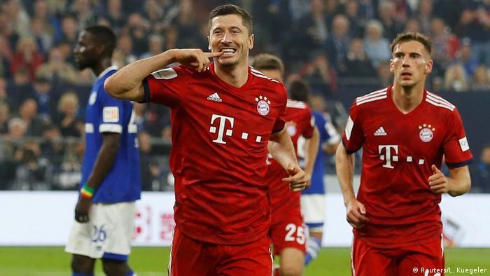 Bundesliga 4. Spieltag   FC Schalke 04 vs. Bayern München   Elfmeter Lewandowski (Reuters/L. Kuegeler)